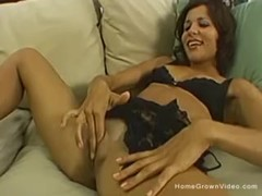 Fit brunette amateur touching herself on the couch Thumb